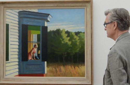 Filmemacher Wim Wenders in den Beyeler-Räumen vor einem Hopper-Bild.Vn/cd