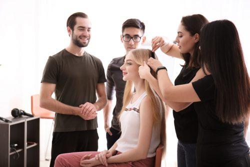 Friseurin steht in der Berufswahl von jungen Mädchen ganz oben auf der Beliebtheitsskala.