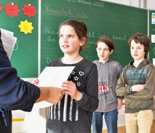 Für Tausende Schülerinnen und Schüler im Land gibt es heute die Schulnachrichten zum Semester. Danach geht es für eine Woche in die Ferien.VN/Lerch