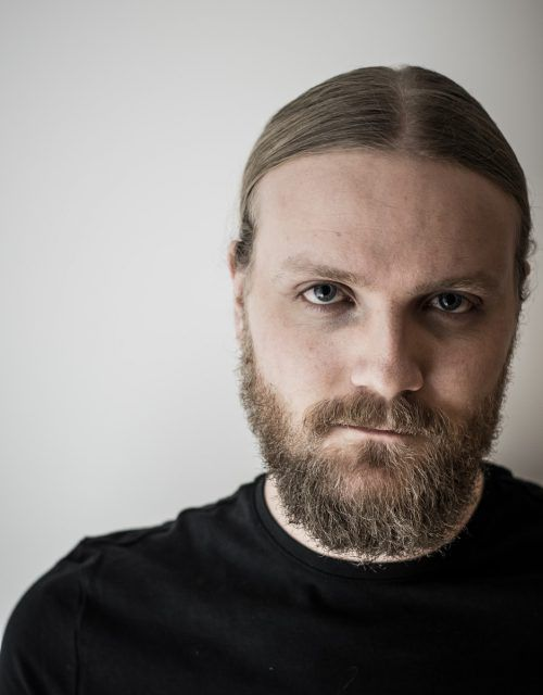 Herter ist Frontsänger der Metalcore-Band Sortout. Sortout