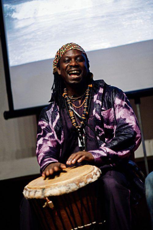 Ibou Sene & friends aus dem Senegal sorgen in Wolfurt für Stimmung.