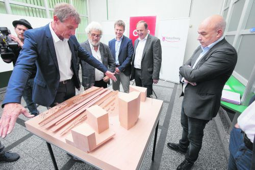 Im Juni wurde der neue Bregenzer Bahnhof als Modell des Architekten Much Untertrifaller präsentiert. Noch diese Woche soll die Planungsvereinbarung stehen.