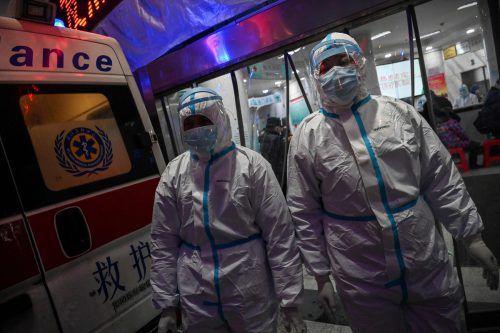 In China sind nach Behördenangaben sechs Krankenhausmitarbeiter an dem neuartigen Coronavirus gestorben. Der Grund ist fehlende Schutzausrüstung. AFP