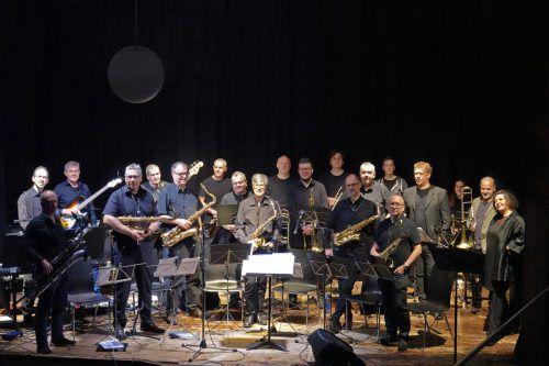 """In ihrem neuen Konzertprogramm setzt sich die umtriebige Big Band Walgau facettenreich mit der """"Minimal Music"""" auseinander. big band walgau"""