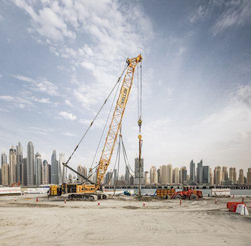 In Nenzing produziert, ist der Seilbagger HS 8130 weltweit im Einsatz: Zum Beispiel in der Boomtown Dubai. FA