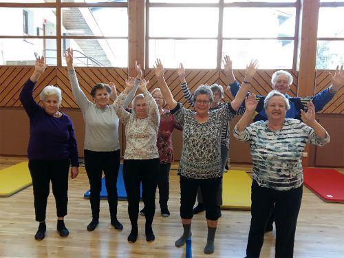 In St. Anton sammeln sich wöchentlich Senioren, um gemeinsam zu sporteln. sto