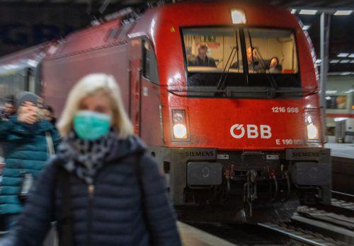 Insgesamt zählen die ÖBB täglich 20 Verbindungen nach Italien. Keine davon wurde bisher eingestellt. Die Brenner-Züge werden häufiger gereinigt.APA