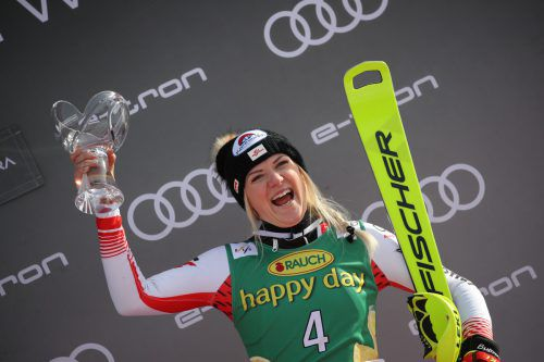 """Jubelt über ihren zweiten Podestplatz in diesem Weltcup-Winter, denn Katharina Truppe belegte bei ihrem """"Heimrennen"""" Platz drei.???"""