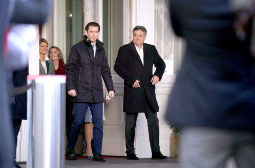 Kanzler Sebastian Kurz (ÖVP) mit seinem Vize Werner Kogler (Grüne): Dass ihre Koalition fünf Jahre hält, bezweifelt Politologe Anton Pelinka. APA