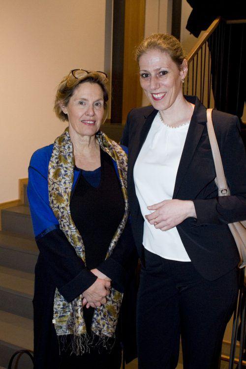 Karin Metzler (l.) und Bettina Grager begutachteten die neuen Räume.