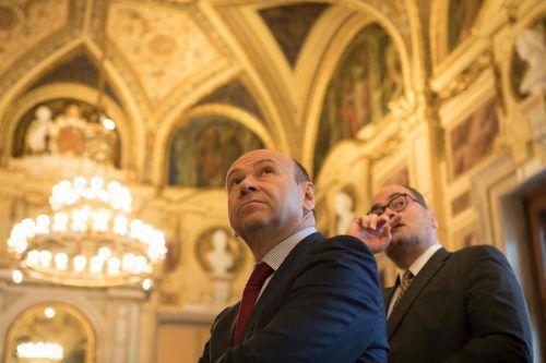 Kein sorgenfreier Blick in die Zukunft: Staatsoperndirektor Dominique Meyer und Christian Kircher, Geschäftsführer der Bundestheater Holding. afp/Halada