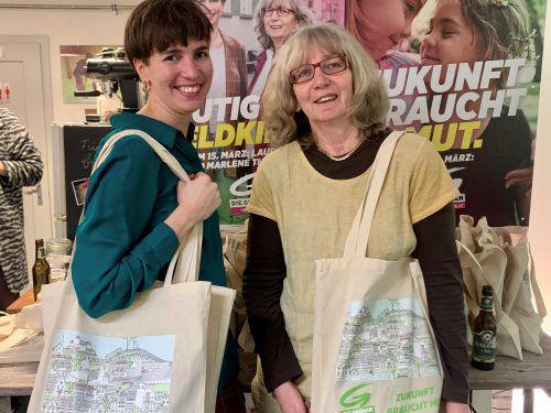 Laura Fetz bildet mit Bürgermeisterkandidatin Marlene Thalhammer die Doppelspitze im Wahlkampf der Feldkircher Grünen. feldkirch blüht