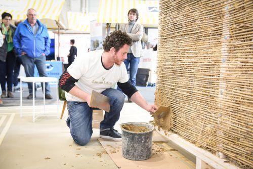 """Lehm als Baustoff mit all seinen Facetten und Anwendungsmöglichkeiten steht im Mittelpunktder Sonderausstellung """"Bau mit Lehm"""". messe"""