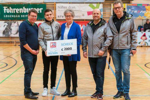 Ma-Hilft-Patin Marlies Müller nahm den Scheck entgegen. VN