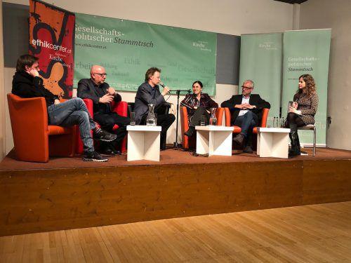 Marc Springer (v.l.), Gerhard Bartetz, Günther Rösel, Claudia Paganini, Harald Walser und Moderatorin Petra Steinmair-Pösel. erh