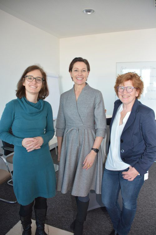 Margarete Laschalt-Schweigkofler, LR Martina Rüscher, StR. Marie-Louise Hinterauer.