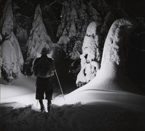 Nächtliche Skitour am Bödele anno 1935.Sammlung Norbert Bertolini/Vorarlberger Landesbibliothek