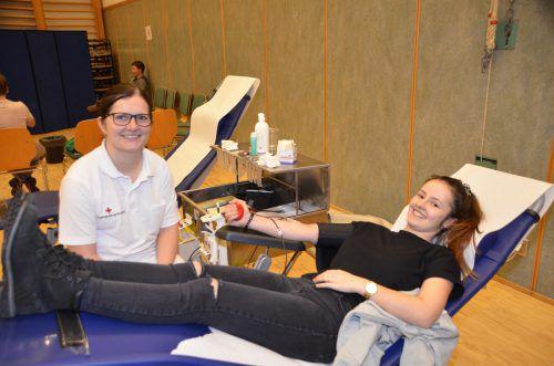 Nicole Margreitter gehörte zu den Erstblutspendern und wurde bestens betreut. DOB