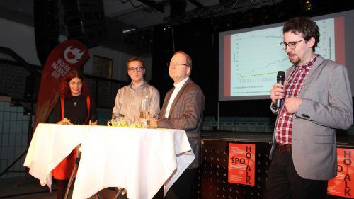 Nina Müller und Phillip Woletz moderierten den mittlerweile 26. Hot-Spot-Talk. Gäste waren Bischof Benno Elbs und Simon Kopf (v.l.).