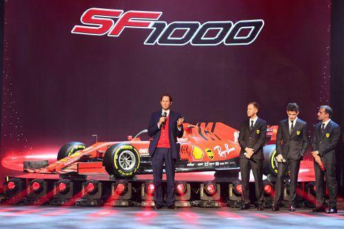 Pathetische Präsentation des neuen SF1000 im Theater in Reggio Emilia. Ferrari-Boss John Elkann möchte erstmals seit 2007 den Fahrerweltmeistertitel feiern. reuters