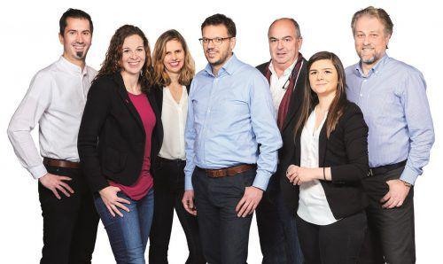 Peter Scheffknecht (Listenplatz 7), Eva Maria Hämmerle (2), Agnes Gehrer Wachter (4), Bürgermeisterkandidat Georg Oberndorfer, Mathias Scheyer (3), Fabienne Lackner (6) und Georg Kornexl (5). Neos