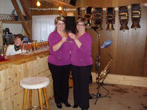 Petra Wild (r.) und ihre Schwester Doris feiern immer im Februar Geburtstag. Wild
