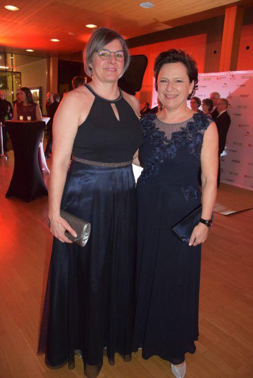 Sabine Blauensteiner und Caroline Festini in Ballstimmung.