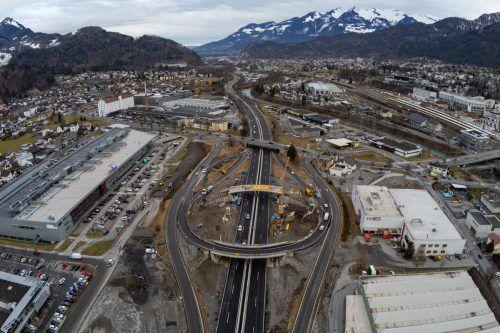 Seit rund einem Monat geht es auf der Großbaustelle Autobahnanschluss Bludenz-Bürs wieder gehörig rund. VN/Lerch