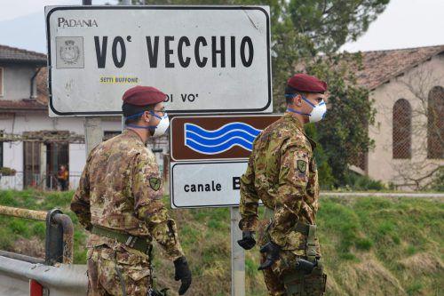 Sicherheitskräfte sollen dafür sorgen, dass niemand in die Sperrzonen oder hinaus fährt.