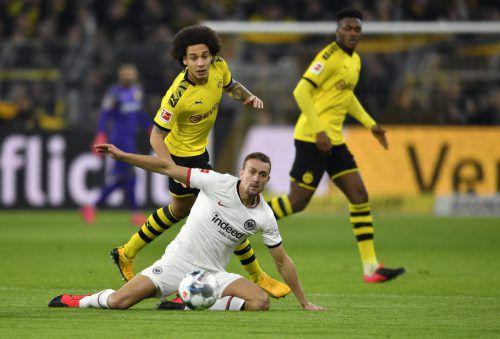Stefan Ilsanker (Bild aus dem Spiel gegen den BVB) will sich wie Teamkollege Martin Hinteregger erst nach dem Rückspiel zu den beiden Salzburg-Partien äußern.ap