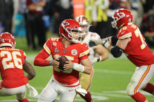 Trotz großem Druck lieferte Patrick Mahomes, der Quarterback der Kansas City Chiefs, ein perfektes Final-Comeback ab.aFp/2, ap