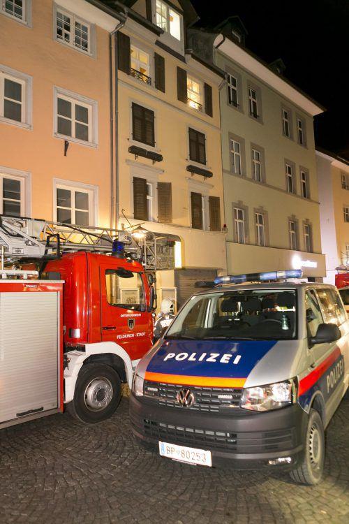 Verkohlte Speisreste im Backofen in der Küche riefen eine starke Rauchentwicklung hervor, die Feuerwehr Feldkirch rückte mit 40 Mann aus. D. Mathis