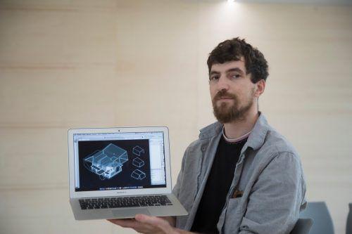 Victor Dölle zeigt Impressionen aus dem Poolbar-Generator. VN/Paulitsch