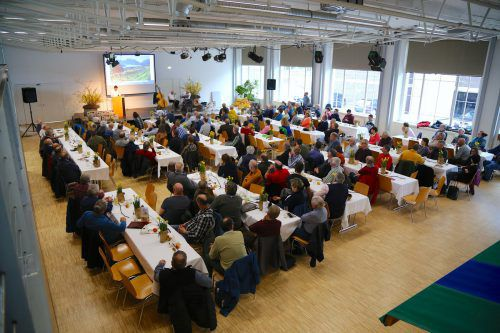 Viele Besucher nutzten den 40. Obstbautag in Rankweil, um sich zu informieren und auszutauschen. Im Fokus stand heuer der Wein. uysal