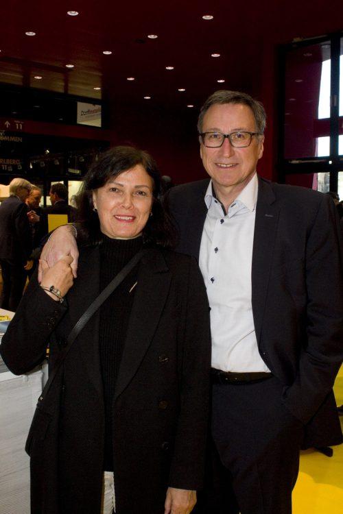 Vorstandsvorsitzender Helmut Mennel mit Isolde (viw vkw).