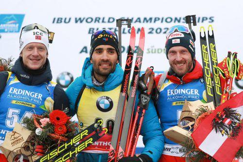 Weltmeister Martin Fourcade flankiert von Johannes Thingnes Bö (l.) und dem drittplatzierten Österreicher Dominik Landertinger.GEPA
