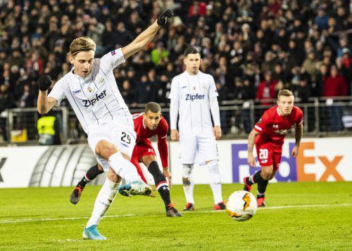 Wie schon in Alkmaar, so zeigte Doppeltorschütze Marco Raguz auch im Heimspiel vom Elfmeterpunkt Nervenstärke.apa