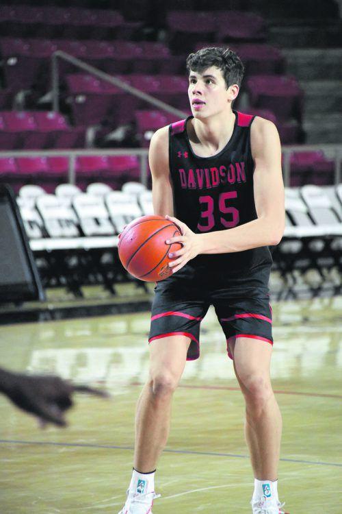 Wieder eine Premiere für Luka Brajkovic in der NCAA-Basketballliga.Weiss