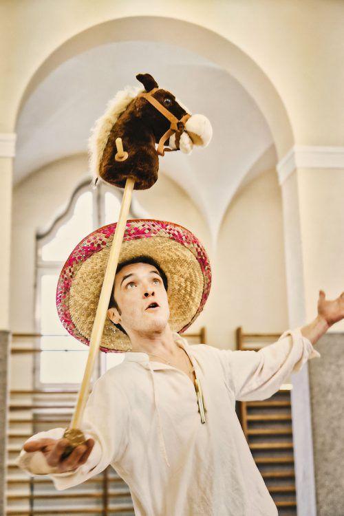 Yannick Zürcher erzählt die Geschichte aus der Sicht des Sancho Pansa, schlüpft dabei aber auch in die Rolle von Don Quijote.LT/Anja Köhler