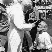 """<p class=""""caption"""">1983: Maßregelung durch Johannes Paul II.</p>"""