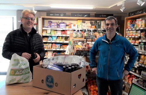 Alexander und Kurt sind zwei der freiwilligen Helfer, die sich in Bartholomäberg um die Zustellung der Lebensmittel bemühen.