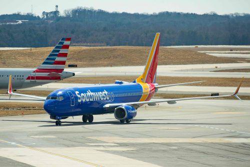Am Rumpf einer Boeing 737 wurde ein über dreißig Zentimeter langer Riss entdeckt. afp