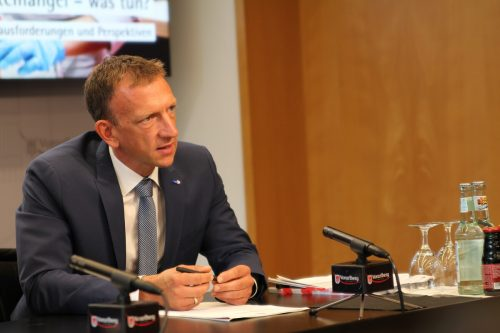 AMS-Geschäftsführer Bernhard Bereuter steht heute auf VN.at Rede und Antwort. VN/Rauch