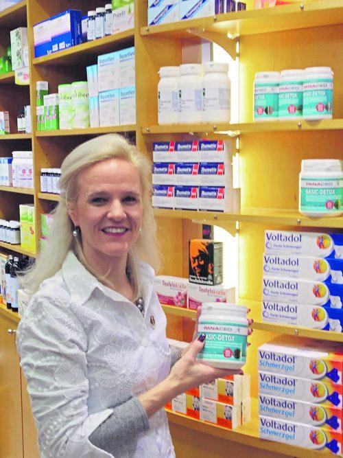 Apothekerin Silvia Rief-Kirsch freut sich, dass sie Menschen helfen kann, gerade in so einer Situation wie heute.