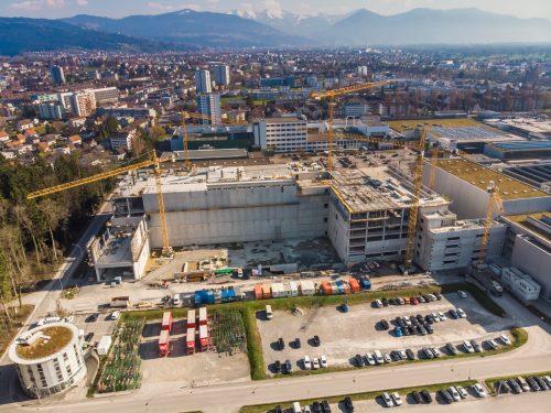 Die Geschäftsführer Philipp und Martin Blum investieren unter anderem in die Erweiterung von Werk 4 in Bregenz. VN/PAulitsch
