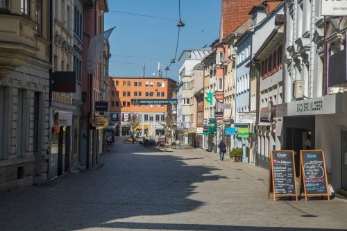 Mittwoch, kurz vor 12 Uhr: In der Bregenzer Kaiserstraße herrscht eine beinahe gespenstische Stimmung.