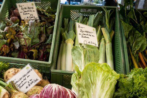 Das Angebot auf dem Dornbirner Wochenmarkt ist vorerst auf frische Lebensmittel beschränkt. ha