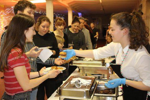 Auch kulinarisch überzeugte das Projektteam das begeisterte Publikum. strauss