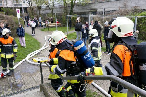 Aufregung in der Bregenzer Achsiedlung: Die Feuerwehr im Großeinsatz wegen eines Küchenbrandes. D. mathis