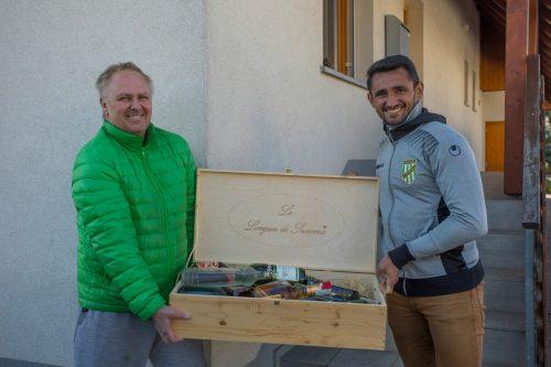 Austria-Goalgetter Ronivaldo (rechts) ist derzeit unterwegs, um Alkohol für einen guten Zweck zu sammeln.Paulitsch